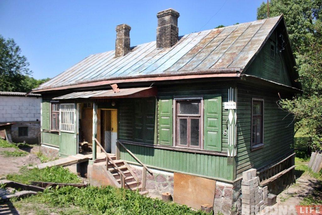 «Сохранить осколок старой культуры». Гродненец купил 90-летний деревянный дом, чтобы восстановить и жить в нем