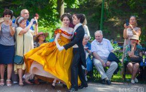 Бальные платья, полонез и кадриль. Гродненцы провели бал в стиле XIX века