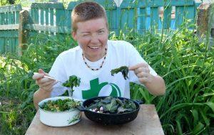 Трава у дома: гродненка 5 лет готовит сорняки и готова поделиться рецептами
