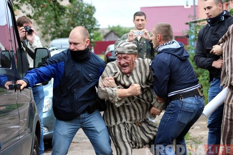 Гродненские активисты предлагают в знак протеста закатать правую штанину