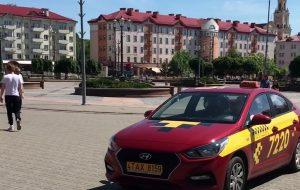 Таксисты и не только. Почему по пешеходной Мостовой все чаще ездят на авто?