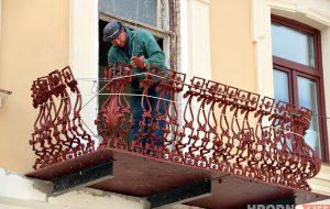 «За это никто не хотел браться». На Городничанской восстанавливают старинные балконы
