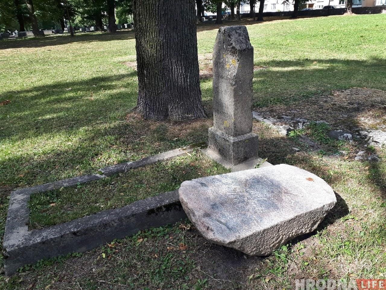 Камень с могилы немецкого солдата, который нашли на Немане, перевезли на военное кладбище