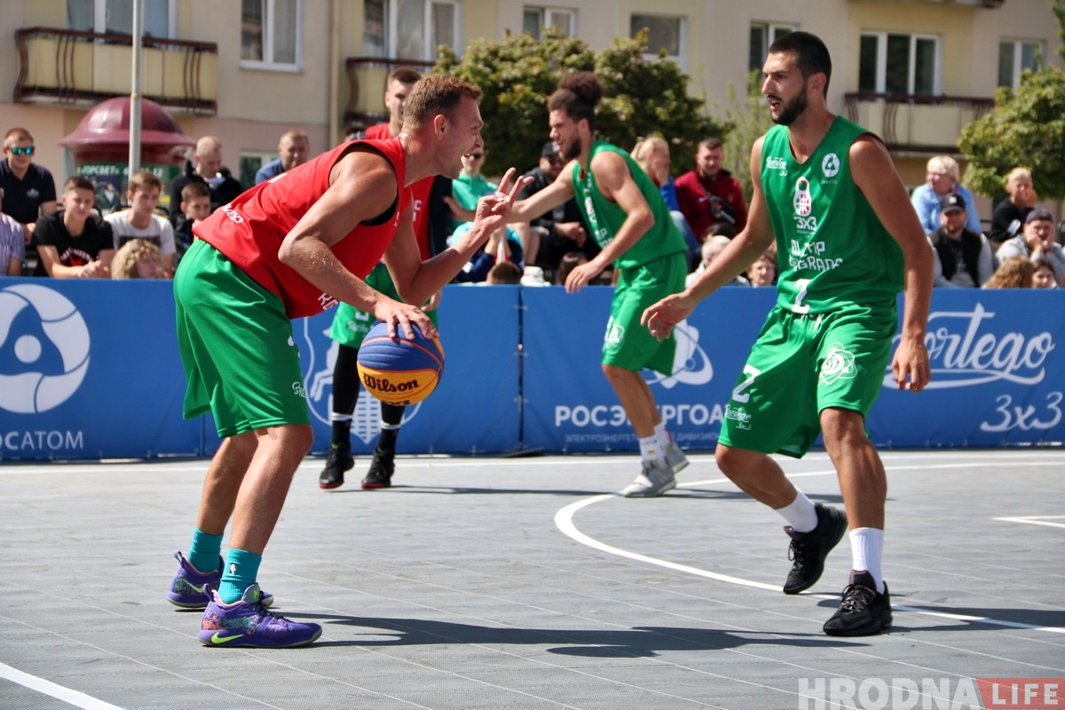 Паглядзець вулічны баскетбол у цэнтры Гродна прыйшлі сотні гледачоў