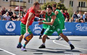 Посмотреть уличный баскетбол в центре Гродно пришли сотни зрителей