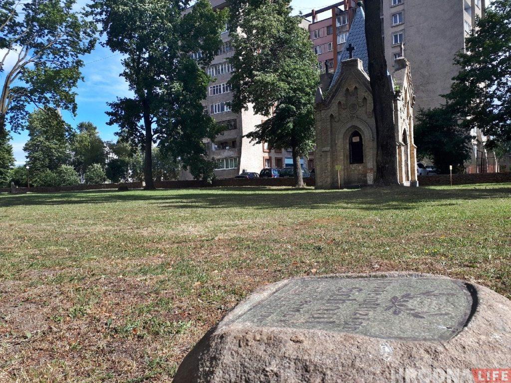 Камень з магілы нямецкага салдата, які знайшлі на Нёмане, перавезлі на вайсковыя могілкі