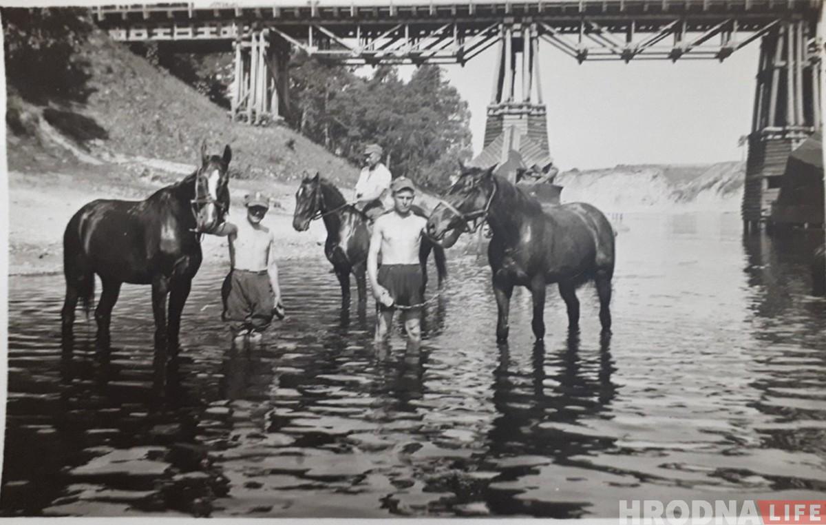 """Засталіся толькі фатаграфіі: як выглядаў """"Чырвоны"""" мост у Румлёва"""