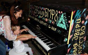 """В OldCity привезли """"городское пианино"""": на нём может сыграть каждый"""
