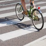 МВД о разрешении велосипедистам не спешиваться на переходах: «Не стоит щепетильно вникать в определение их скорости»