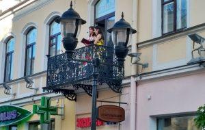 В июле артисты филармонии будут выступать на Советской - просто с балкона
