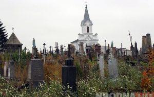 У Гродне пачалася рэканструкцыя часткі надмагілляў на Фарных могілках