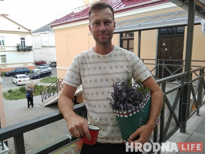 """""""Чернобыль"""" по-беларуски посмотрели в редакции  Hrodna.life. Вот такие кружки принесли гости, чтобы не использовать одноразовую пластиковую посуду"""