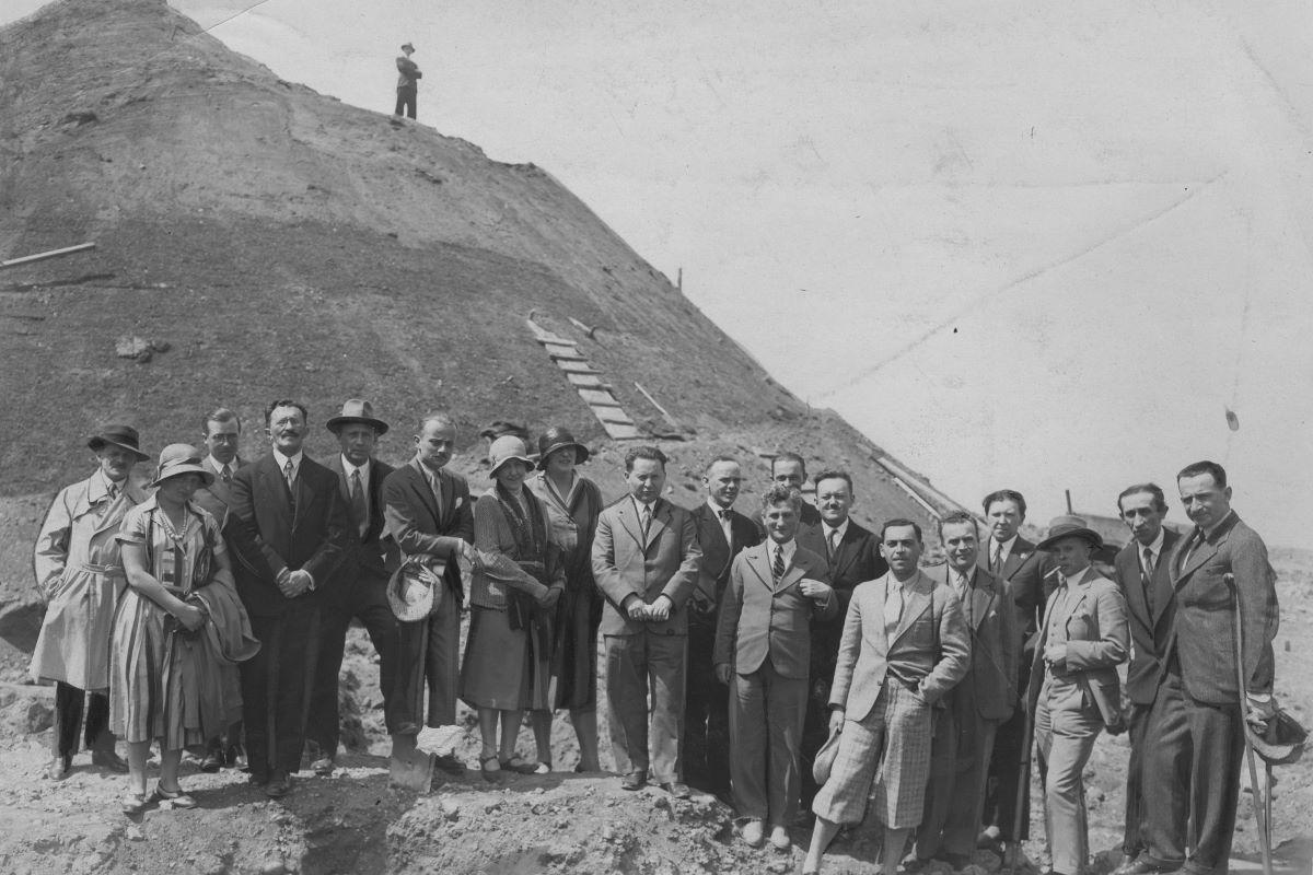 95 гадоў таму ў Навагрудку пачалі насыпаць Курган Міцкевіча. Глядзіце, як гэта было