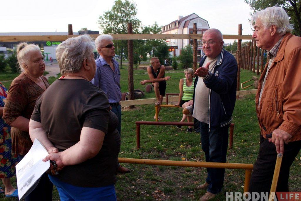 «Я не собираюсь строить забегаловку». Жители Ожешко не хотят видеть в своем дворе кафе-кондитерскую