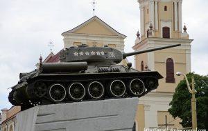 В гродненском танке-памятнике нашли бутылку с записками 1967 года