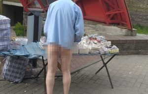 В Гродно продавец очков торговал без штанов