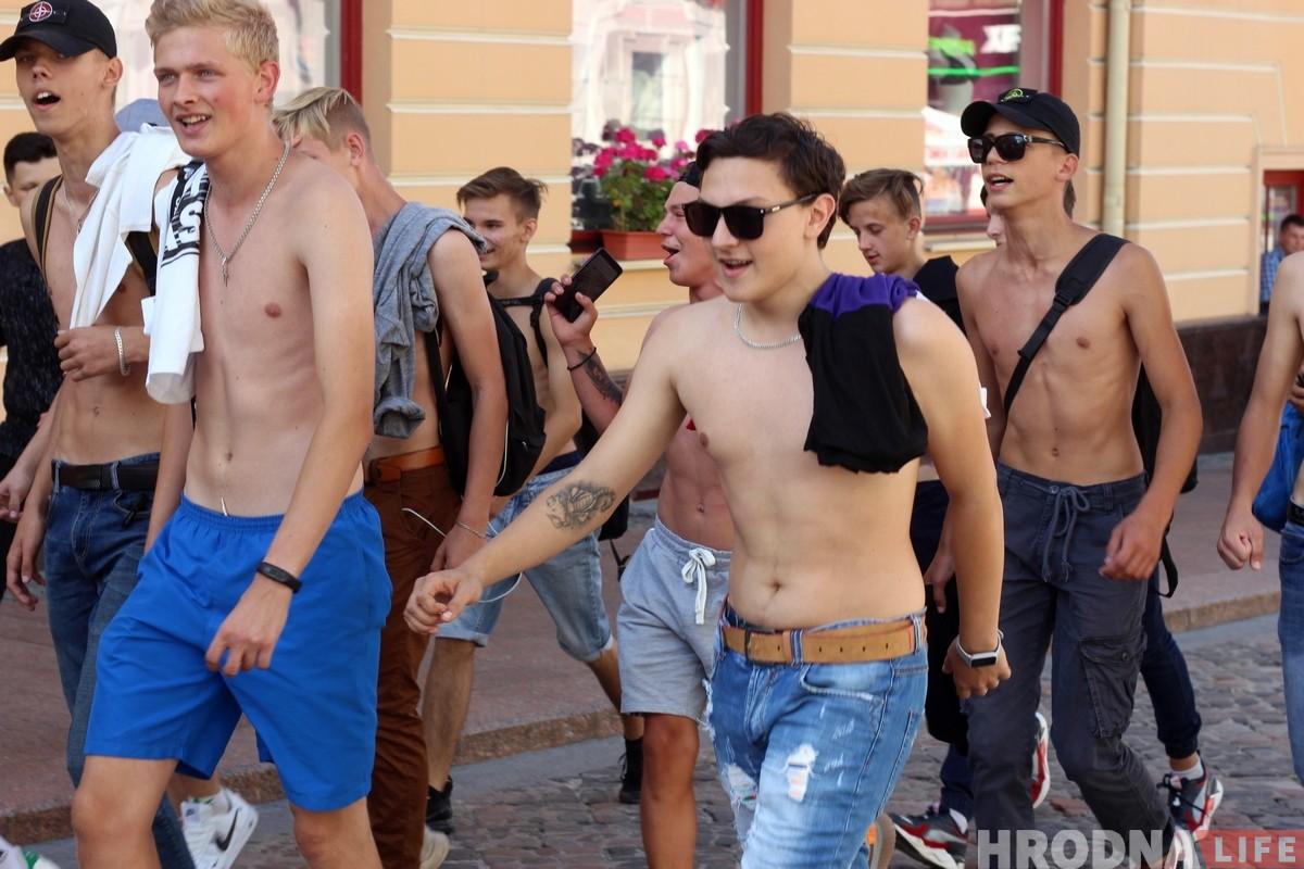 Марш Каржа: гродзенцы прайшліся па Савецкай з песнямі і фаерамі