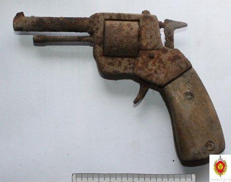 На гродненском шиномантаже нашли револьвер времен второй мировой