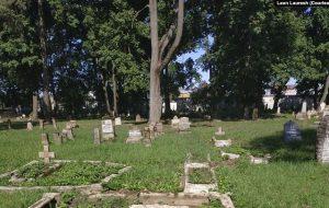 Вандалы разбілі каля 60 надмагілляў на двухсотгадовых могілках у Лідзе