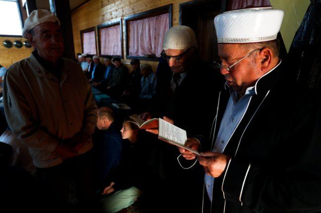 Беларускія мусульмане пачалі святкаваць галоўнае свята ісламу. Фотарэпартаж з Іўя