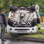 Почему на улице Курчатова перевернулся Ford, или чем опасна дорога напротив МЧС