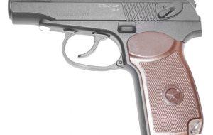 В центре Сморгони мужчина размахивал пистолетом