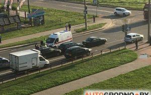 Утром на Девятовке образовался паровозик из трех авто. Между автомобилями зажало мужчину