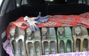 На Щучинщине парень повыносил почти 900 литров топлива с частных дворов