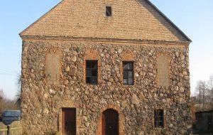 Под Волковыском за $ 6 тысяч продается синагога XIX века, которая уже успела стать складом