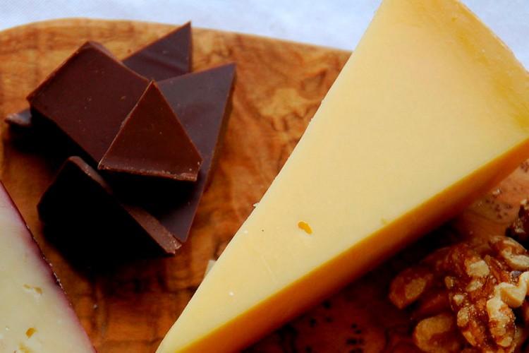 """""""Из Гродно – шоколад, из Амстердама – сыр"""". Дипломат из Нидерландов рассказал, что еще взять с собой на память о путешествиях"""