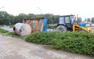В Лиде перевернулся трактор с металлической бочкой. Что произошло?