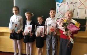 Девочка ездит на уроки через все Гродно, после того как чиновники расформировали ее белорусскоязычный класс
