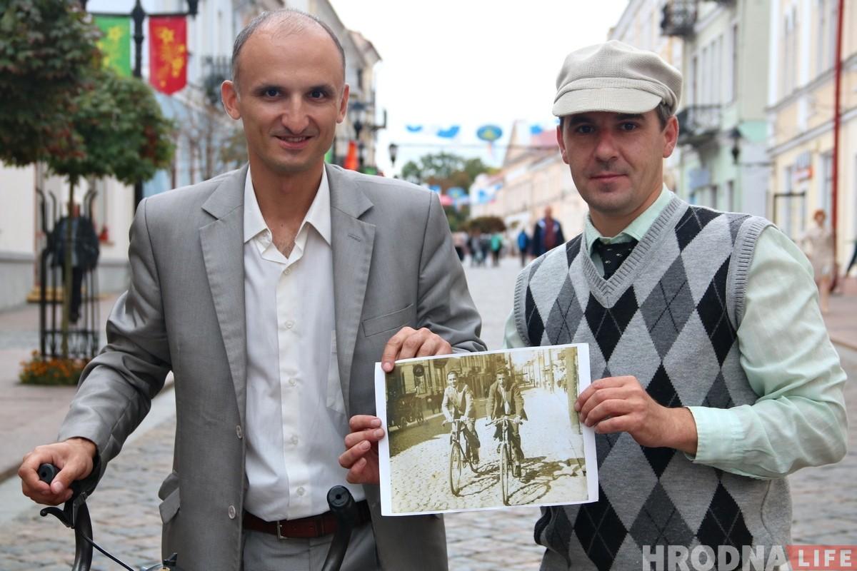 """«Фантастика, это же """"Неман""""». В центре Гродно горожанам дали протестировать довоенные велосипеды"""