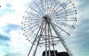 В Гродно смонтировали колесо обозрения. Фотофакт