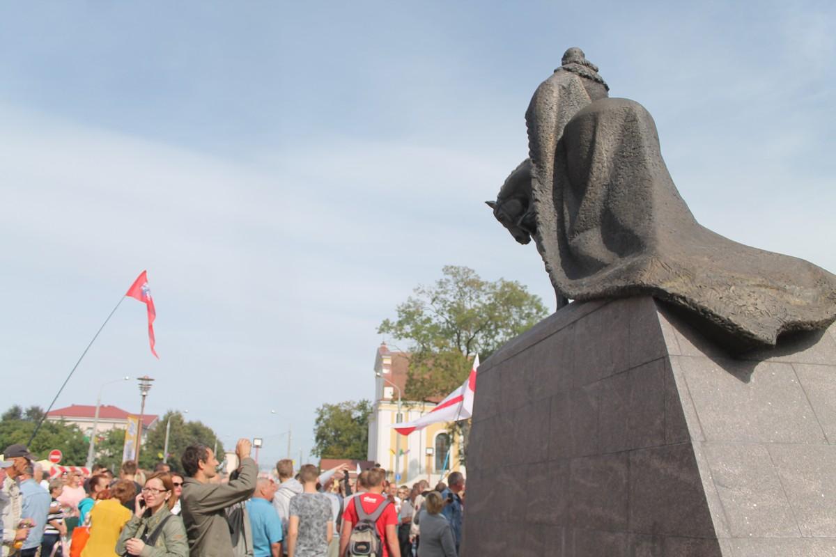ФОТА: У Лідзе адкрылі помнік Гедыміну