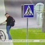 На Ольшанке украли велосипед прямо из подъезда. Милиция ищет вора по видео