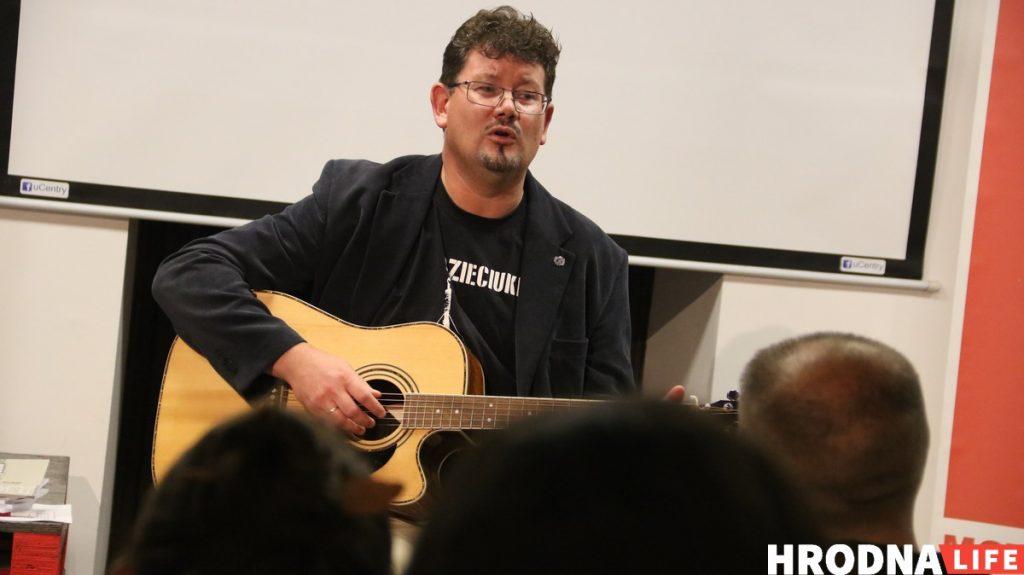 Андрэй Хадановіч, Школа травы, Мова Нанова