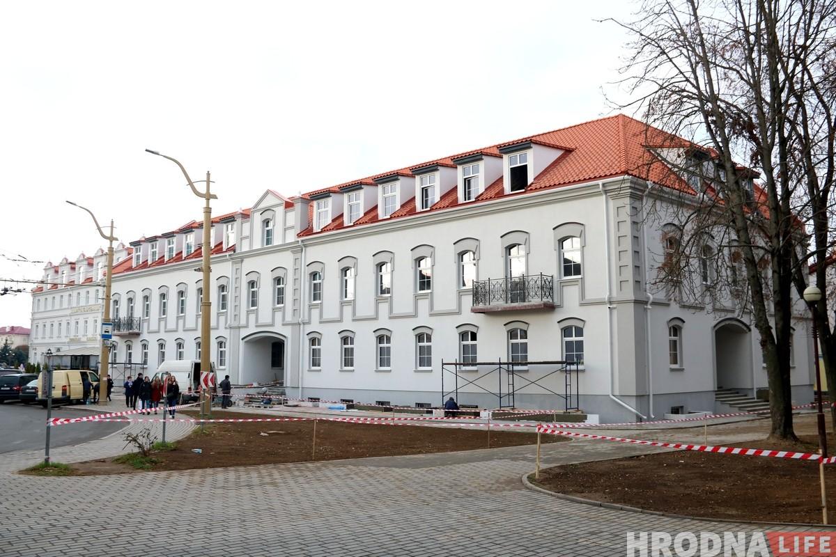 Усяго за паўгода: Сямашка амаль дабудаваў новы дом у цэнтры Гродна