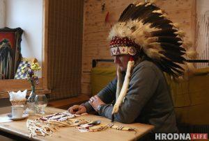 Мокасины за 180$, трубка мира за 200$. Как «Странный» из Гродно стал индейцем