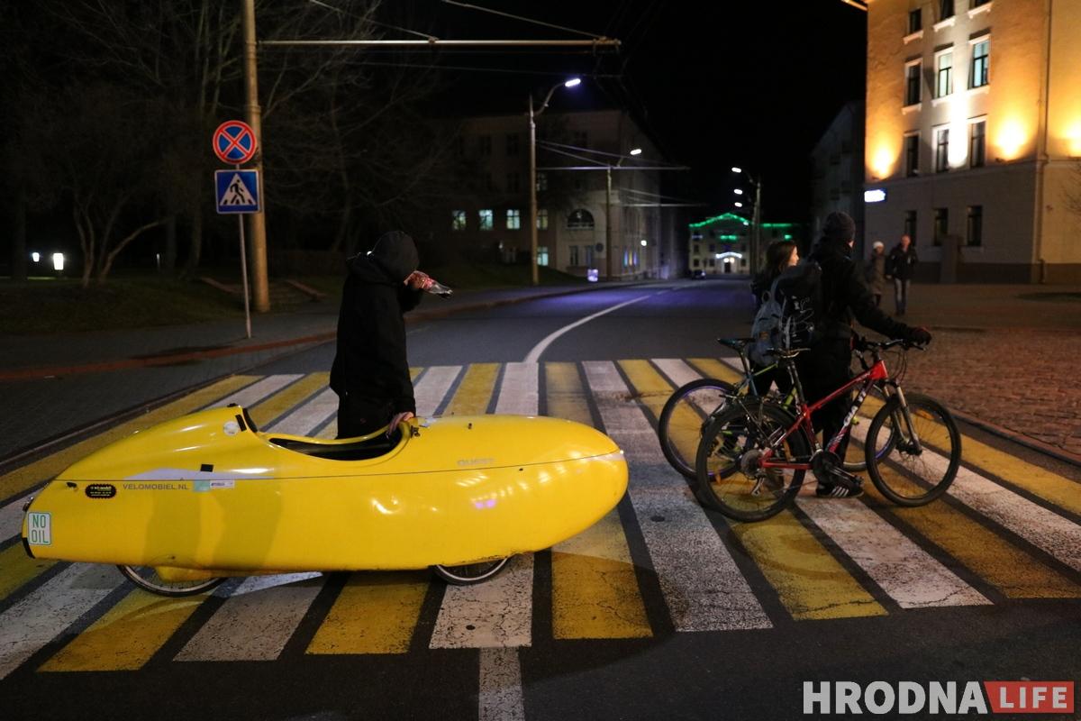 Яша Бойттлер путешественник на желтом веломобиле. Желтый веломобиль из Германии
