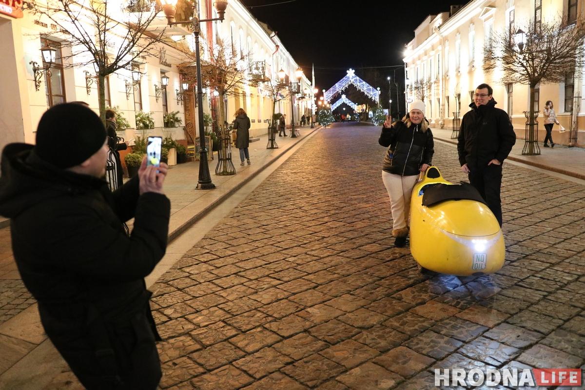 Добрался и до Гродно: к нам приехал немецкий путешественник нажелтом веломобиле