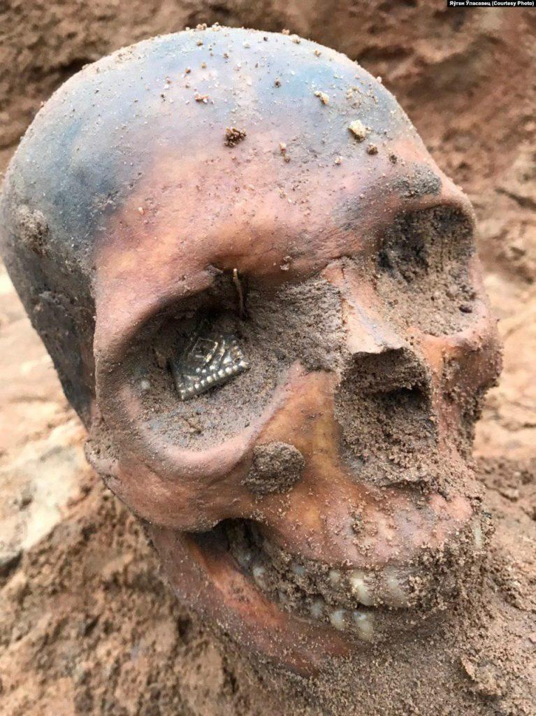 У Гальшанах заліваюць бетонам унікальнае пахаванне XIV стагодзьдзя