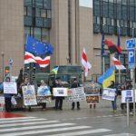 Беларусы і ўкраінцы зладзілі пікет каля будынку Еўракамісіі ў Брусэлі