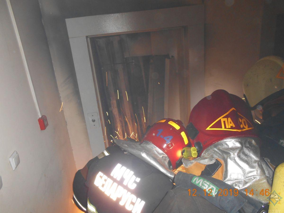 У Гродзенскай шматпавярхоўцы гарэў ліфт. Эвакуіравалі 11 чалавек