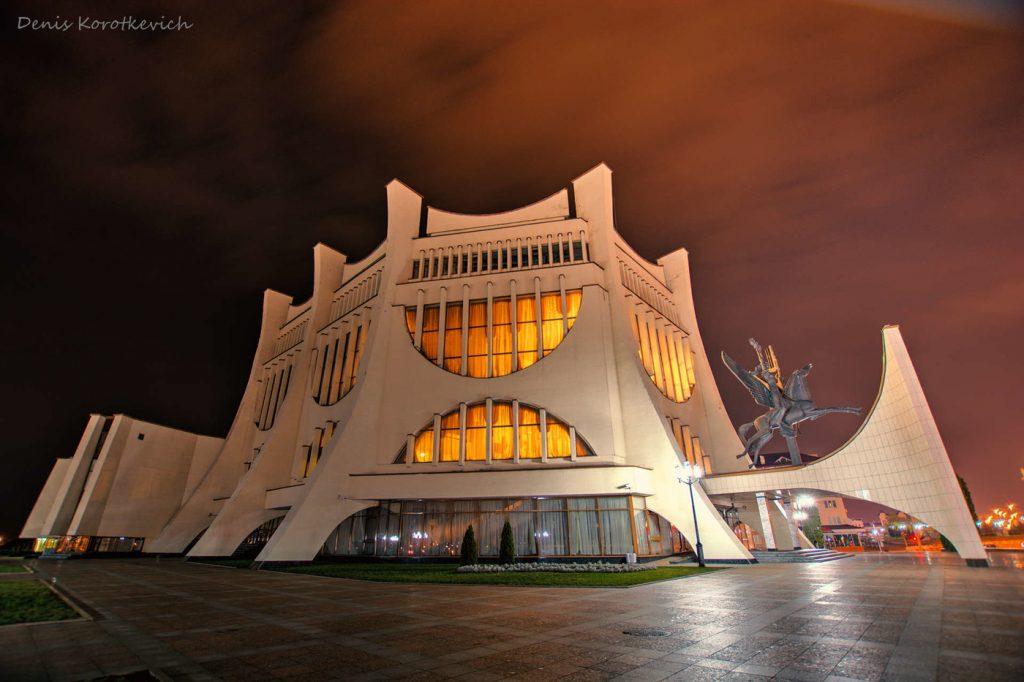 архитектура советского модернизма драмтеатр брутализм