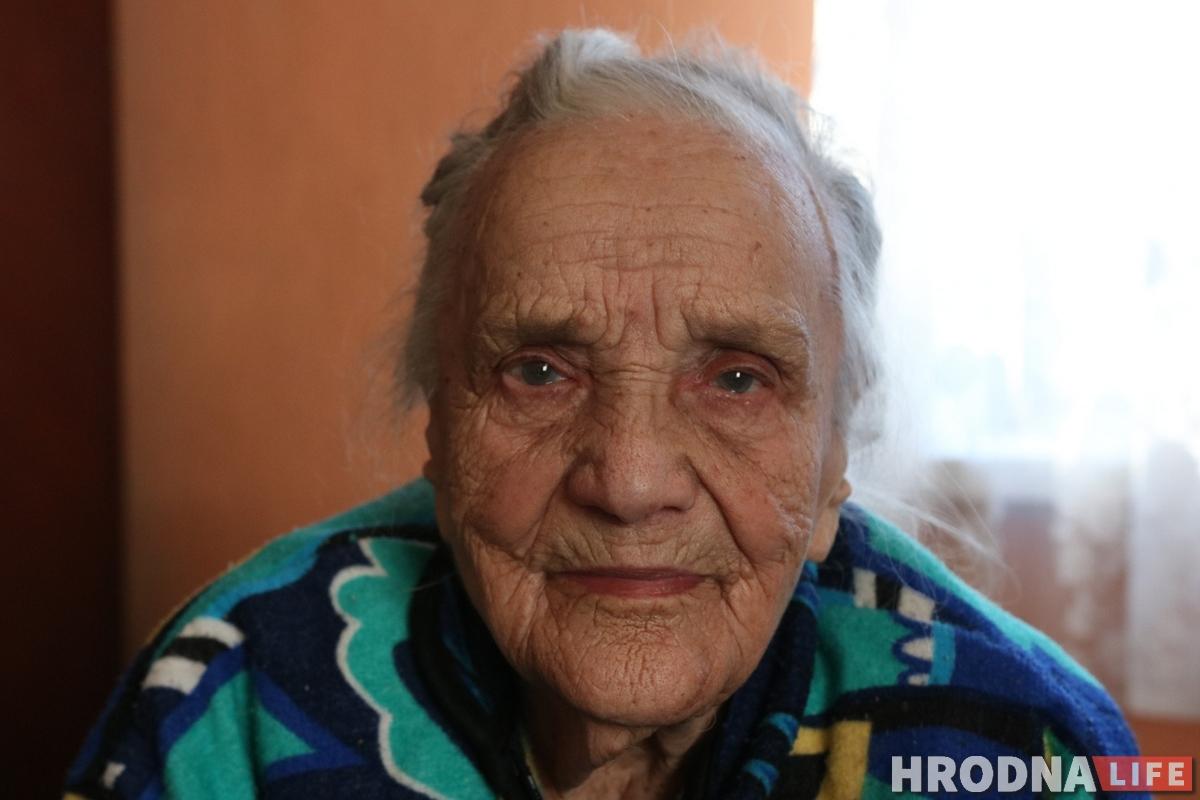 """Пазнаёміцца з мужам дапамагла """"Анна Каренина"""". Найстарэйшая жыхарка Пярэселкі распавядае пра сваё жыццё"""