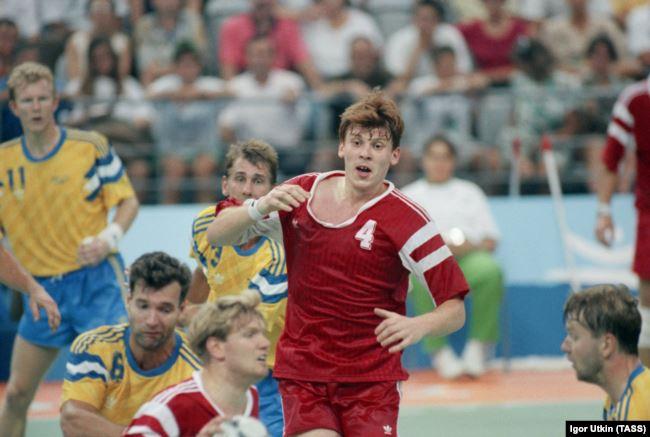 Беларускі гандбаліст Андрэй Барбашынскі падчас летніх Алімпійскіх гульняў 1992 году ў Барсэлёне