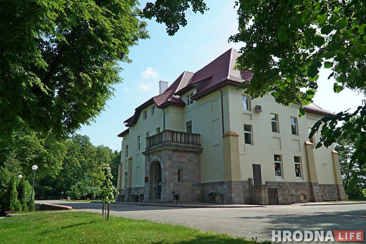 Палац графіні Красінскай, мясціны Ажэшкі і... жалезны чалавек. Што пабачыць за дзень у ваколіцах Гродна