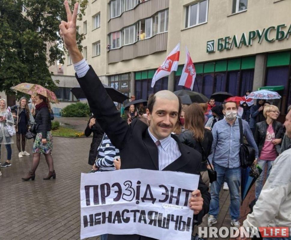 «Ненастоящий президент» из Гродно остался за решеткой. Ему добавили сутки за другую, многотысячную акцию