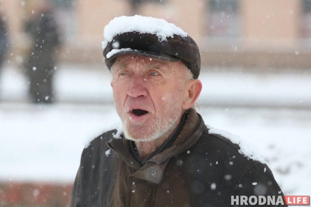 """Станислав Семинский, """"Свистун"""" - самый известный уличный музыкаант Гродно. Умер 13 января 2021. Фото Руслана Кулевича"""